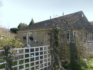 THE ARBOUR, country holiday cottage, with a garden in Gargrave, Ref 5660