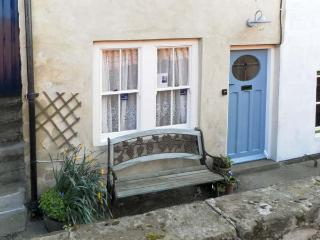 WAYCOT COTTAGE, pet friendly, character holiday cottage in Staithes, Ref 5594