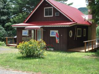 Adirondack Views Chalet - Sleeps 6, Lake Placid