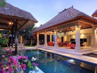 LUXURIOUS VILLA MAJU central Seminyak 3 bedrooms