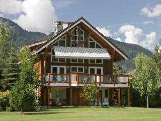 Luxury 5 bedroom, 6 bath Whistler mountain chalet