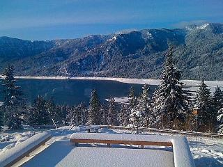 Private Hideaway with big views of the Lake and Mountains! *Summer Specials*, Cle Elum