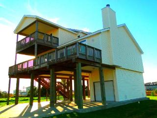 Beautiful home a short walk to beach with view!, Galveston