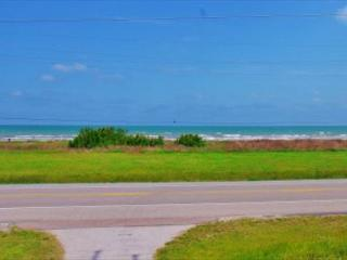 This cozy, beachview home sleeps 9, and is perfect for family get-a-ways!, Galveston