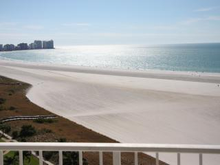 ON THE BEACH 2BED/2BATH, GREAT VIEW, WIFI, Marco Island