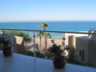New 3 Bedroom, 3 1/2 bath Condo sleeps 8 in luxury, La Paz