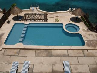 BEACHFRONT FOR TWO ALL AMENITIES AT HALF THE PRICE, Cozumel