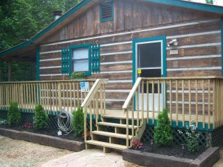 Charming Cabin on 2 Secluded Acres, FP, HT, WIFI, Cosby