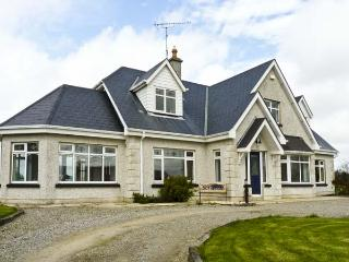 SEVEN GABLES COTTAGE, pet friendly, with a garden in Gorey, County Wexford, Ref 4629