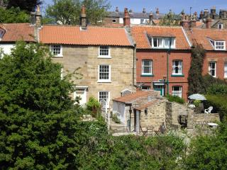 Holmedale Cottage in the heart of Robin Hoods Bay