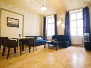 2 BR Apartment in Old Town close to Charles Bridge, Praga