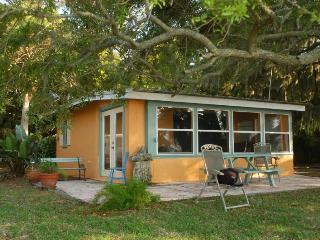 V-Ibis Cottage by the Sea - Cedar Key, FL