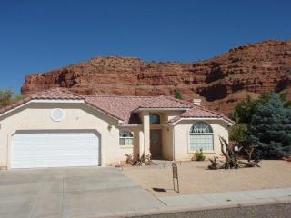 Great home surrounded by spectacular red cliffs, Kanab