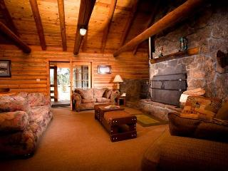 12 guest log cabin premier Ashland Oregon ranch
