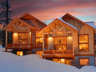 Black Hills Luxurious Mountain Chalet, Lead