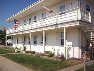 2 br apt in Wildwood Crest, NJ 3 blocks from beach