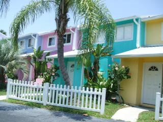 Colorful townhome with fenced yard pets welcomed - New Smyrna Beach vacation rentals