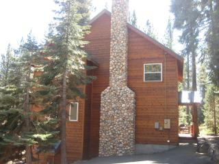 Great West Shore Home...just minutes to Tahoe City, Lake Tahoe (California)