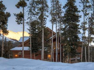 Amazing Views:  Shuttle:great for family & friends, Breckenridge