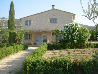 Cozy Cottage in Luberon, large circular pool, Saint-Saturnin-les-Apt