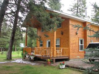 Luxury Cabin on the Kootenay River, the BC Rockies, Skookumchuck