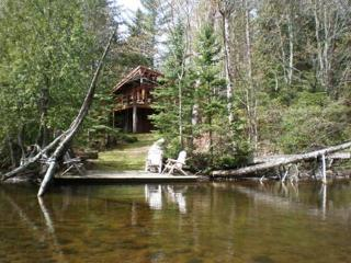 Secluded Brule River, Wisconsin, three BR lodge