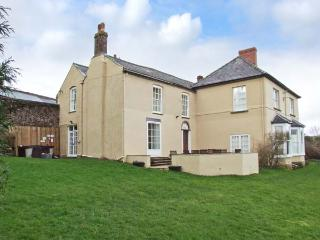 NEWTON LODGE, family friendly, character holiday cottage, with a garden in Welsh Newton Common, Ref 7019, Monmouth