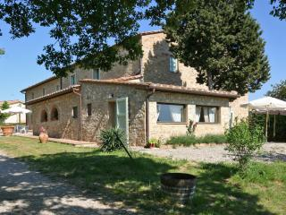 Tuscany Accommodation Within Walking Distance of Town - Casa Poggio, San Donato in Poggio