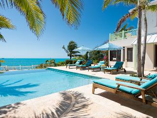 Luxury Overlooking Sapodilla Bay, Steps to Beach!, Providenciales