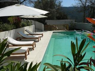Les Chenes Sessiles, Luxury 3 Bedroom Apartment with a Pool and Balcony, Collobrieres