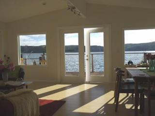 WATERFRONT 3BR 2 Bath Home TRANQUILITY ON THE BAY, Marshall