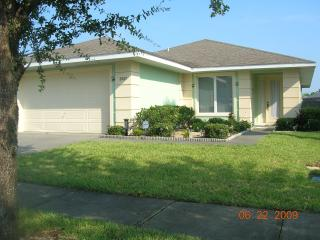 4 bed villa with pool 3 miles from Disney World, Kissimmee