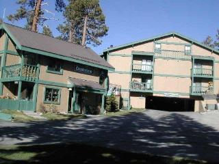 Rustic Two Bedroom Near the Village, Mammoth Lakes