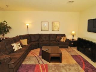 Luxurious Vacation Townhome only 2 Miles from Disney World, Kissimmee