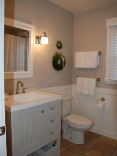 Bath with shower/tub - Back cottage