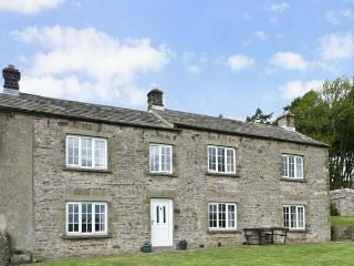 SUNNYSIDE COTTAGE, family friendly, character holiday cottage, with a garden in Leyburn, Ref 8082