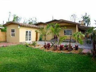 Beautiful & Spacious Hemingway Vacation Villa Rental with 2-Tiered Patio and BBQ Grill