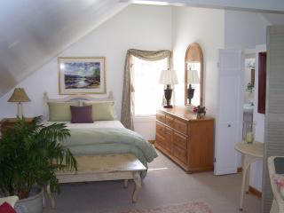 Lilac Cottage B&B guest suite w/ private entrance, Spruce Head