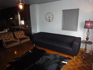 Stylish Lakeview( 2Bedroom) in Downtown+Parking, Toronto