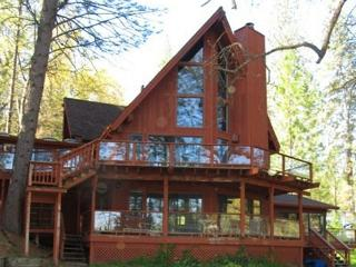 LakeFront Property, w/plenty of space and beautiful atmosphere!, Groveland