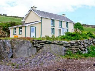 TOOREEN FARMHOUSE, pet friendly, with a garden in Glengarriff, County Cork, Ref 4663