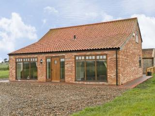 OWL COTTAGE, family friendly, character holiday cottage, with a garden in Hedon, Ref 6466