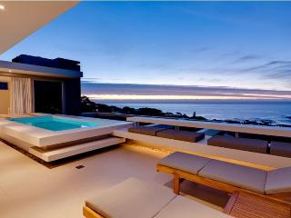 Spectacular Sea View Villa, Walk to Beach, Camps Bay