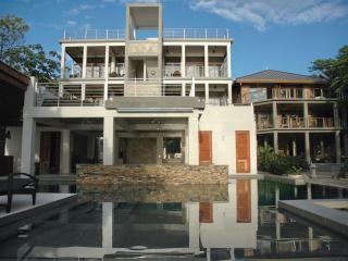 Xbalanque Resort   West Bay Roatan