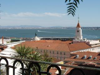 full river view luxury apartment with garden, Lisbon