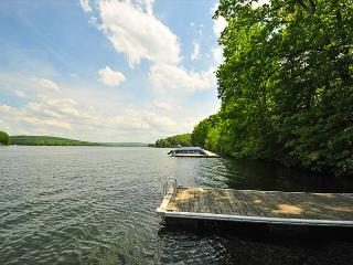 Gorgeous 7 Bedroom Central-Lake w/Dock Slip; Beautiful Sunrises from the Deck, Oakland