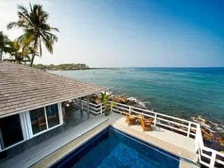 Turtle Rock - Ocean Front Cottage with pool, Keauhou