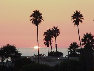 Ocean View Cottage w/Private Yard & sunset views!!, Encinitas