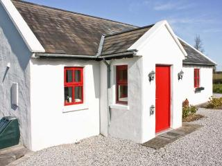 HAWTHORNS, pet friendly, country holiday cottage, with a garden in Terryglass, County Tipperary, Ref 4673