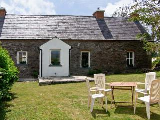 BROSNAN'S COTTAGE, family friendly, character holiday cottage, with a garden in Ventry, County Kerry, Ref 4675